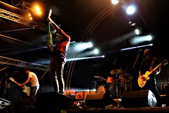 Le groupe anversois punk-rock, Altitude, joue sur la scène de l'Unifestival qui s'est déroulé le 5 octobre 2017 au campus universitaire du Sart Tilman.