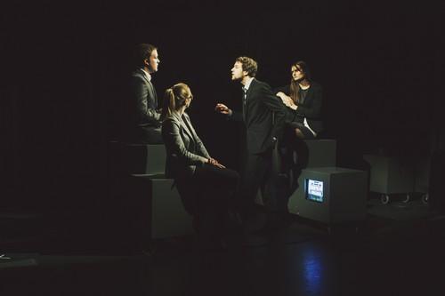 Quatre comédiens sur la la scène du Théâtre Universitaire Royal de Liège